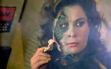 De tv-serie 'V' baarde destijds veel opzien, juist door de parallellen tussen aliens en mensen..