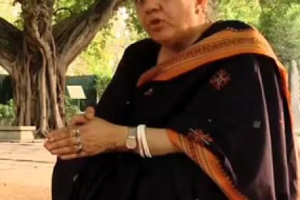 Vandana Shiva helpt het grauwe gordijn van imperialistische landbouw opzij te schuiven.