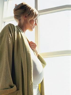 Het lijkt erop dat tijdens de zwangerschap nu gekozen moet worden voor: angst voor de griep of angst voor een geboorte-afwijking...