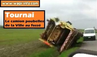 Tournai : le camion poubelles de la Ville au fossé