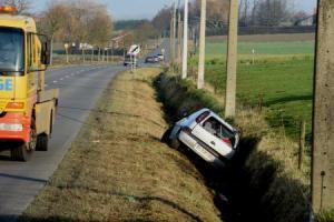 Mourcourt : voiture au fossé ce jeudi midi