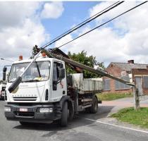 Mouscron : le camion de la Ville arrache un câble éléctrique