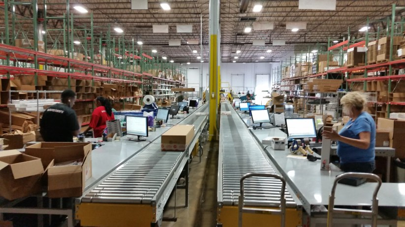 Carton conveyor with workstations