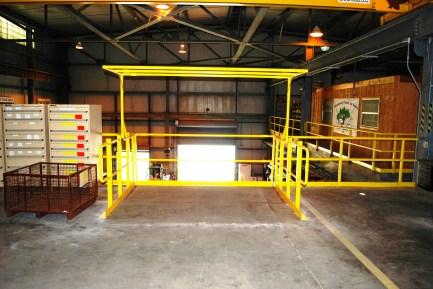 Pivot safety gate top
