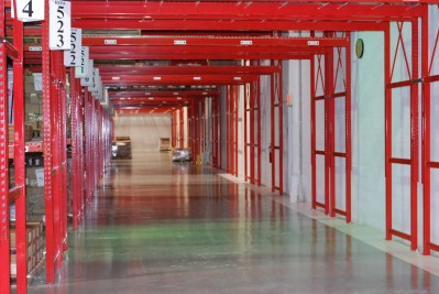 Selective pallet rack perimeter tunnel