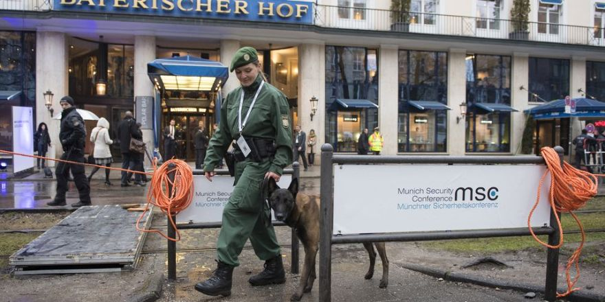 Munich Security Conference, Getting ready for the 53rd MSC – security measures in front of Hotel Bayerischer Hof (MSC, Barth)