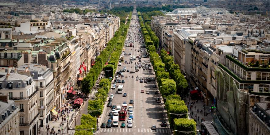 Islamic Terrorism, France, Paris, Avenue des Champs-Élysées view from the Arc de Triomphe, by Josh Hallett (2009, CC2)