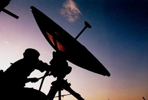 British Army, satellite communications (Crown Copyright, 2000)