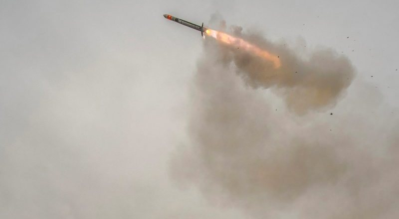 Royal Navy HMS Argyll launches Sea Ceptor air defence missile (MBDA, 2017)