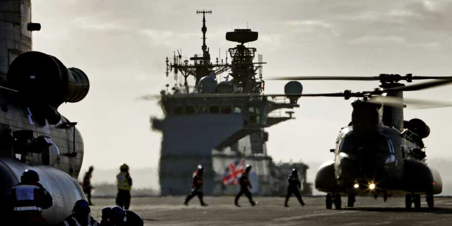Royal Navy HMS Queen Elizabeth First Chinook Landing (Crown Copyright, 2018) [880]