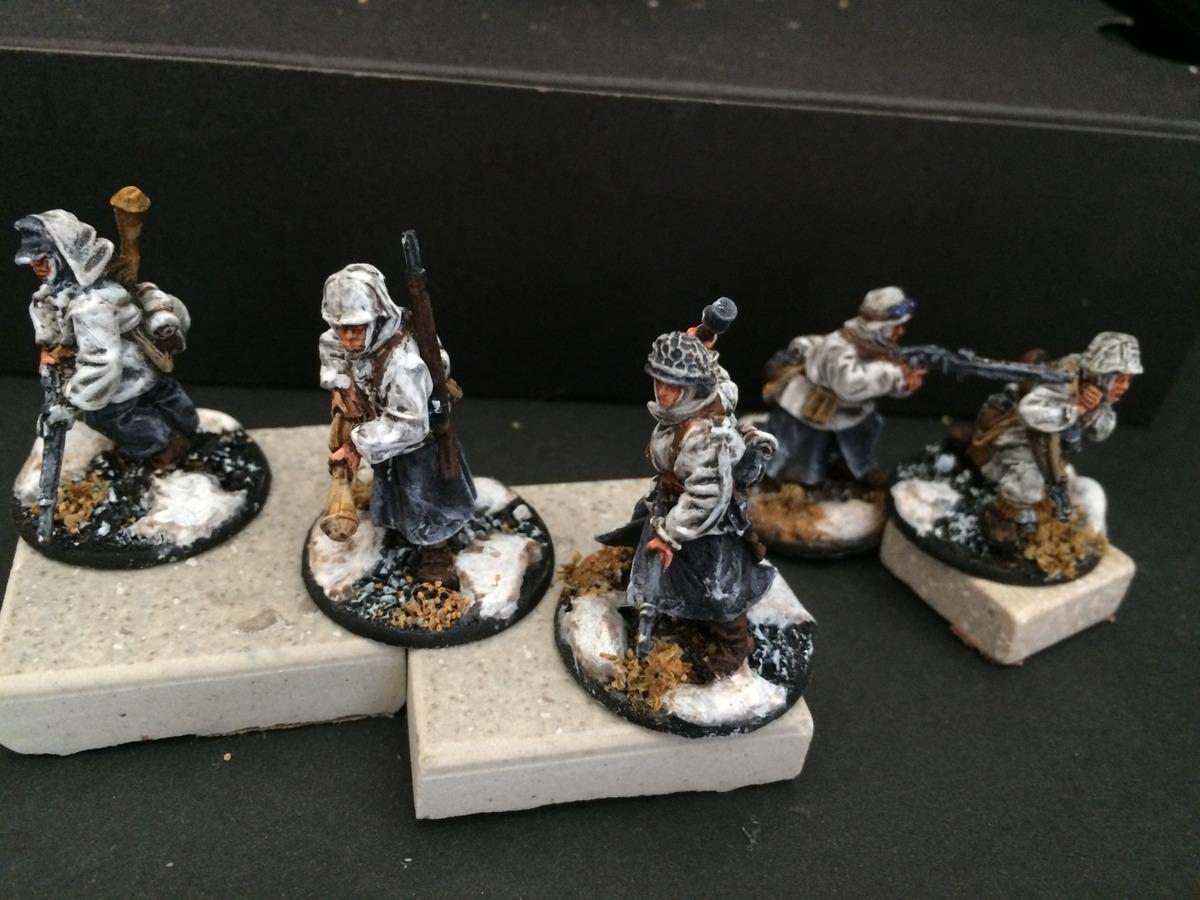 Tropas alemanas con uniforme de invierno del juego Bolt Action