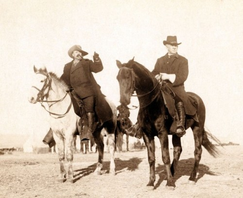 Frank Baldwin (right) and Buffalo Bill in 1891 via commons.wikimedia.org