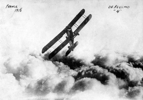DH.4 above the clouds in France (Public Domain / Wikipedia)