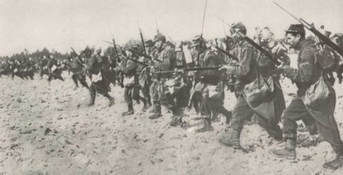 French infantry bayonet charge during the First World War. The men are carrying 1886 Lebel rifles.