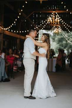 First dance of Mr. & Mrs. in refined rustic wedding reception