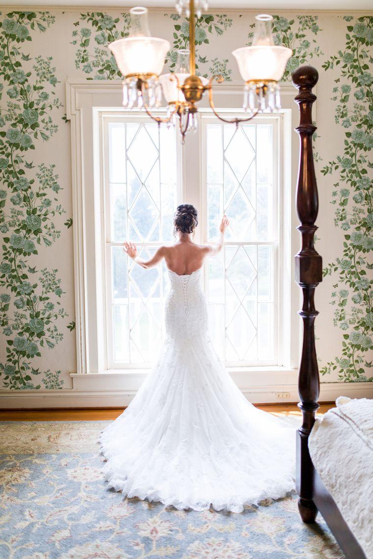 Strapeless wedding dress with long train