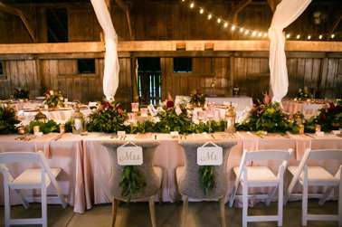 Head table with blush linens and garland
