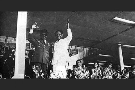 Sukarno dan DN Aidit di acara peringatan ulang tahun PKI ke-45 di Istora Senayan tahun 1964