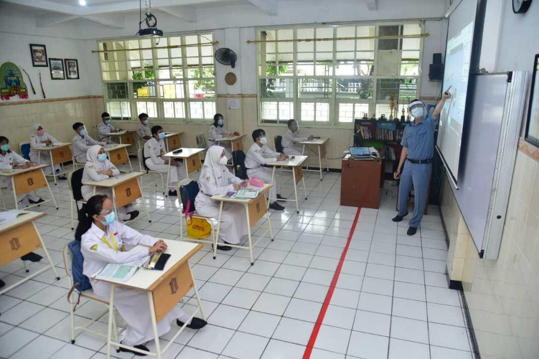 Pembelajaran Sekolah di Surabaya  Bisa Tatap Muka dan Daring