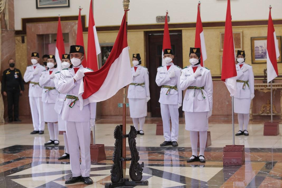 Peserta Upacara HUT RI di Balai Kota Surabaya Dibatasi, Pasukan Paskibra 8 Orang