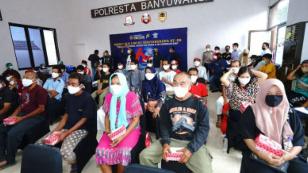 Polres Banyuwangi Lakukan Vaksinasi Covid-19 Tuna Wisma