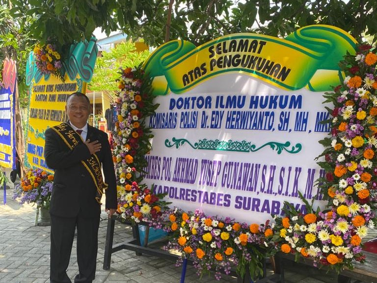 Inspiratif ! Kompol Edy Herwiyanto Raih Gelar Doktor