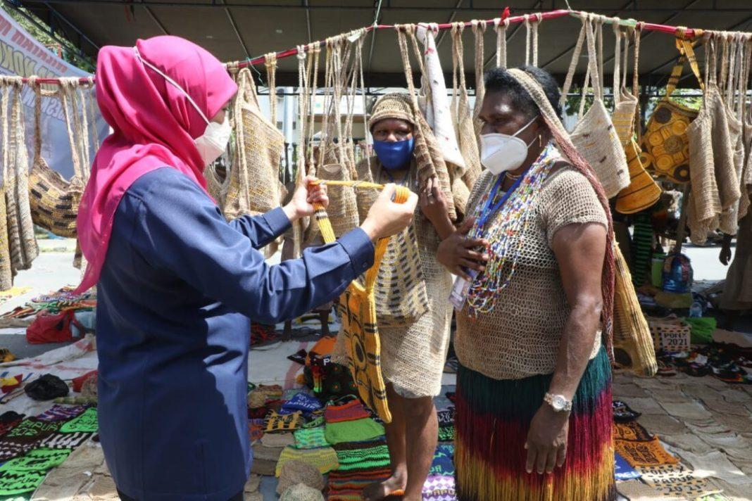 Gubernur Khofifah Janji Undang Pelaku UKM Papua di Pameran Dagang Jawa Timur