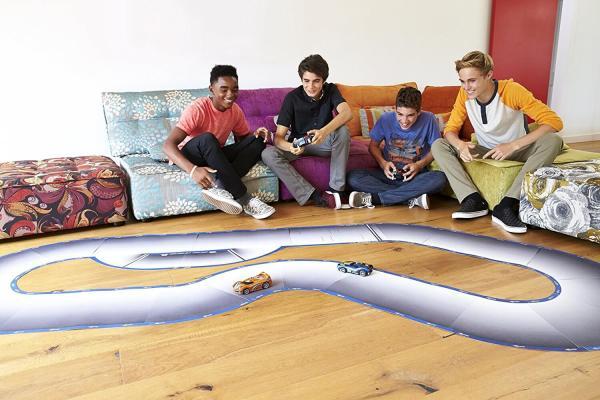 Anki Overdrive VS Carrera Bahn Starterkit Geschenke für Kind gebliebenen Mann kaufen Konkurent Hot Wheels AI 3