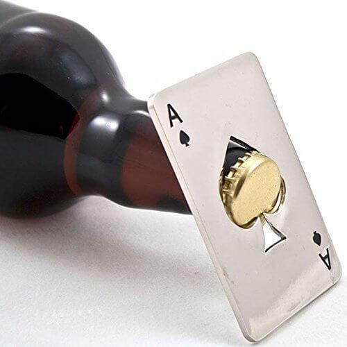 Der Man Cave – die ultimative Männerhöhle einrichten Flaschenöffner Poker Style 2