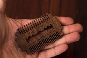 Bartkamm im Rasierklingen-Design Geschenk für Bartträger Titelbild