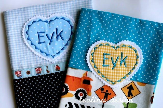 U heft Hülle bestickt mit Eyk | Baustellen Stoff | waseigenes.com