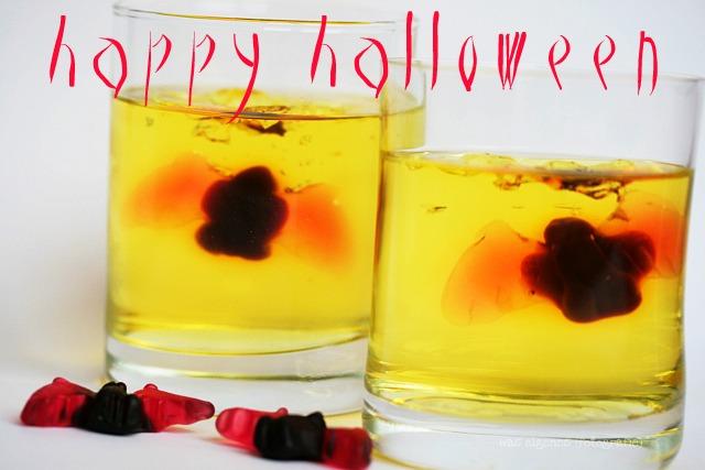 Happy Halloween   gruseliger Wackelpudding mit Fledermaus   waseigenes.com