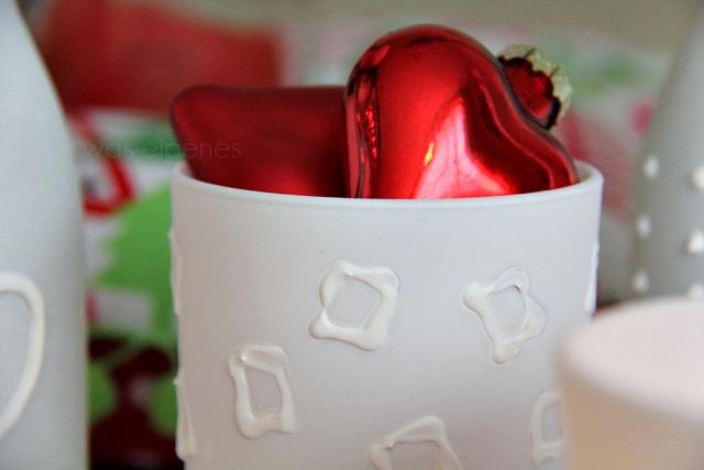 Weihnachtsbasteln   DIY Gläser bemalen mit Plusterfarbe   waseigenes.com