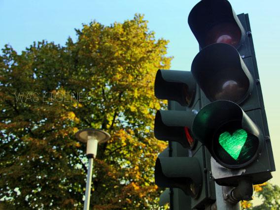 Streetart | Ampel | grünes Herz | waseigenes.com