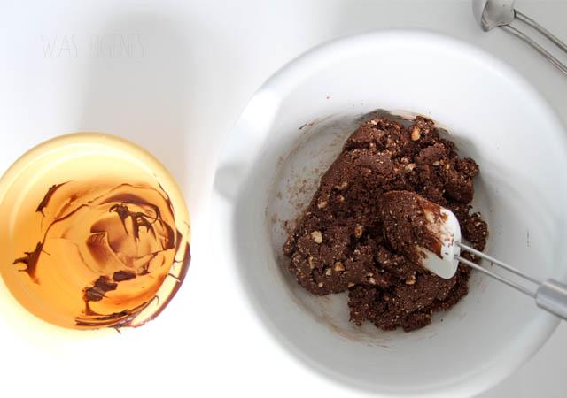 Rezept: no bake Schichttorte mit Nutella, Zwieback, Frischkäse, Kirschen, Sahne & Nüsse   ©waseigenes.com