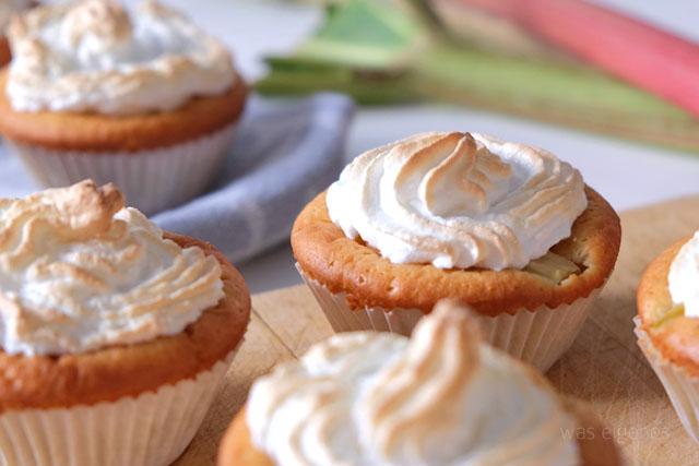 Rhabarber Cupcakes mit Baiserhaube / Rezept / was eigenes Blog