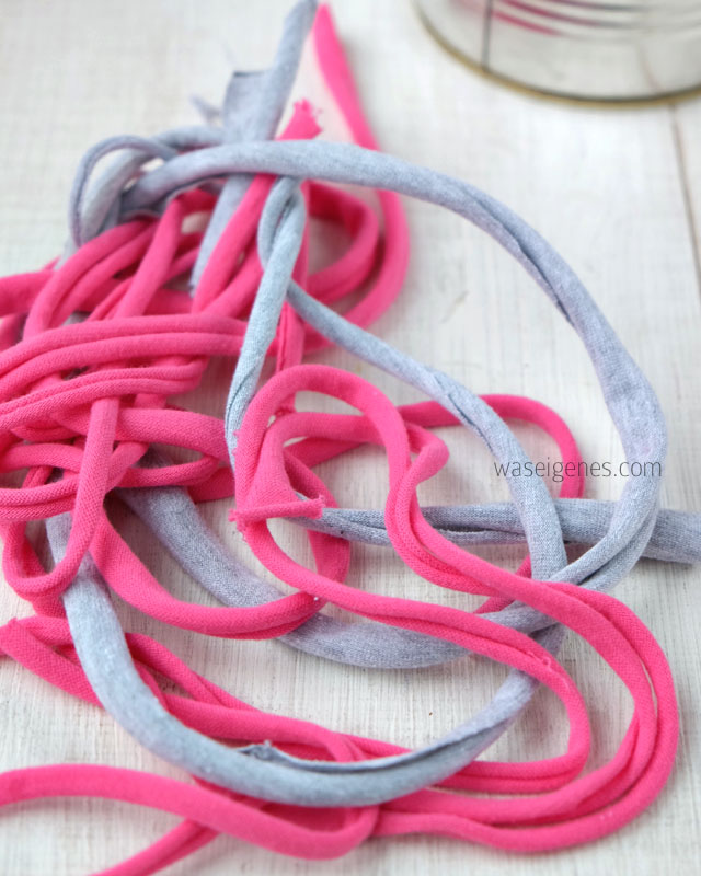 Konservendose mit geflochtenem Jerseyband umkleben | DIY Blumentopf | waseigenes.com