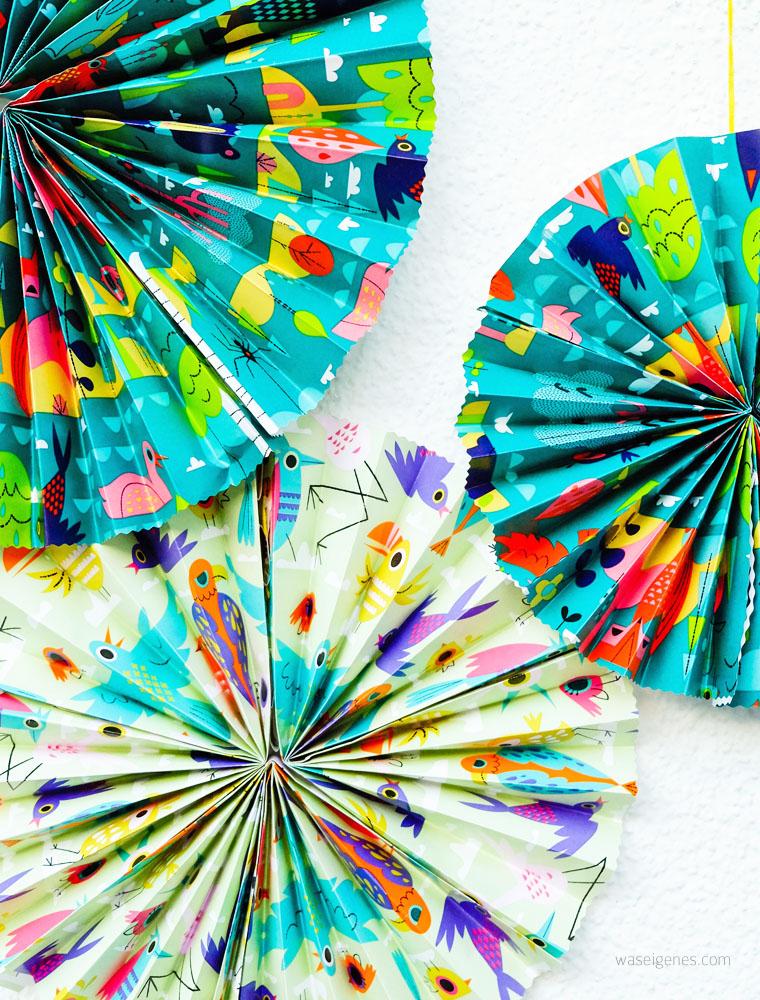 DIY Papier Rosetten aus Geschenkpapier basteln | waseigenes.com