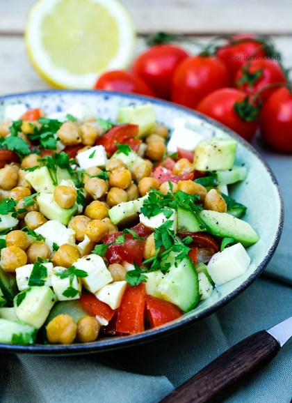 Rezept Kichererbsensalat mit Tomaten, Avocado, Mozzarella, Salatgurke, Zintronen-Vinaigrette   waseigenes.com