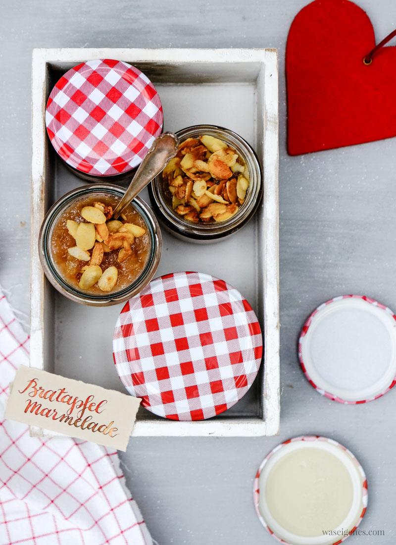 Rezept - Geschenk aus der Küche: Bratapfel Marmelade mit Marzipan und karamellisierten Mandeln, süßer Brotaufstrich, waseigenes.com