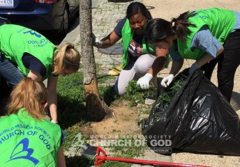 world mission society church of god, wmscog, volunteers. volunteerism, students, asez, Mother, love, street, project, Washington DC, capitol, nation, H street, cleanup, trash, litter, university, college