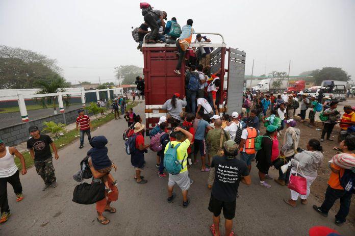 Resultado de imagen para migrant caravan keeps walking