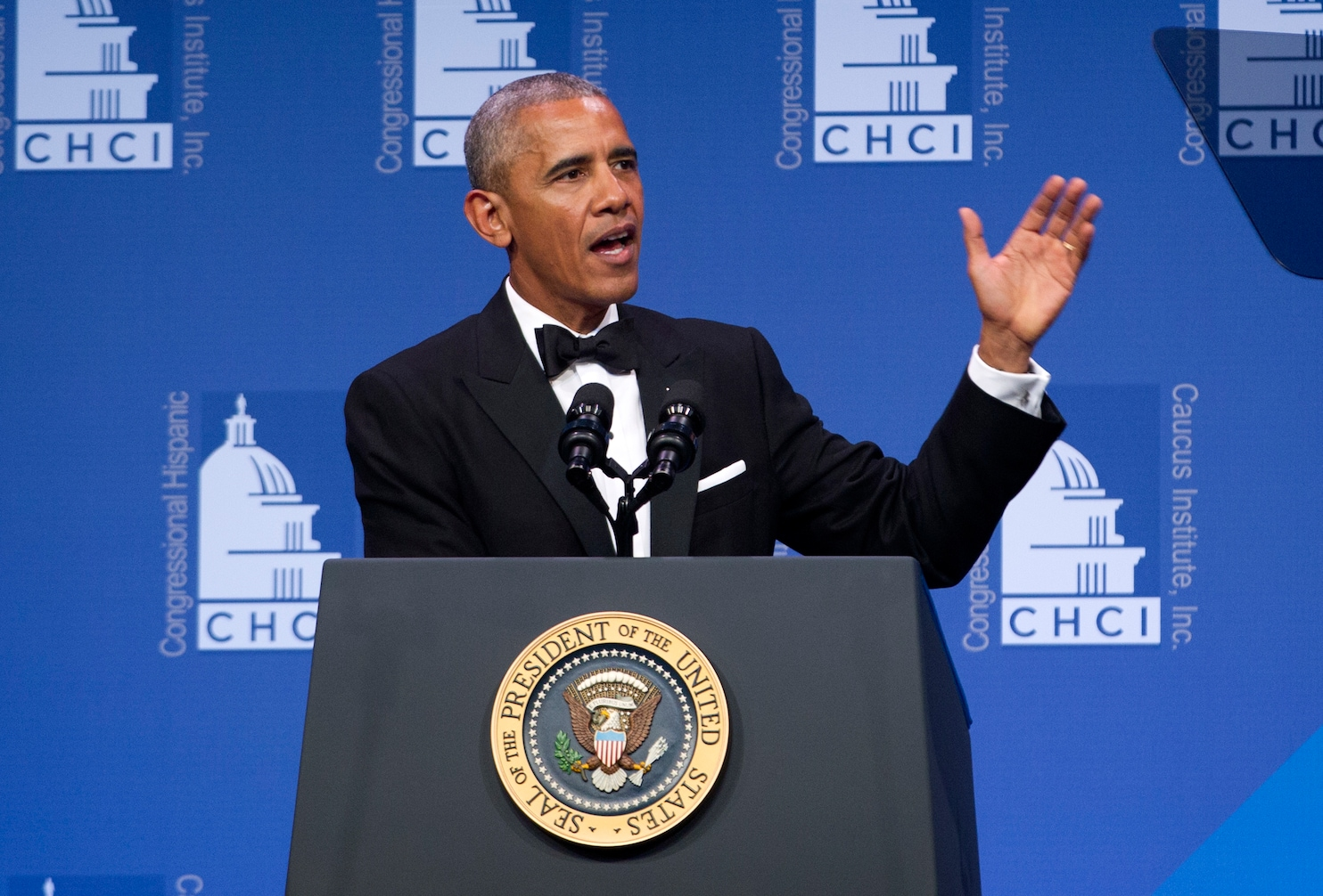 Obama rallies Latino Congress members to reject 'bluster ...