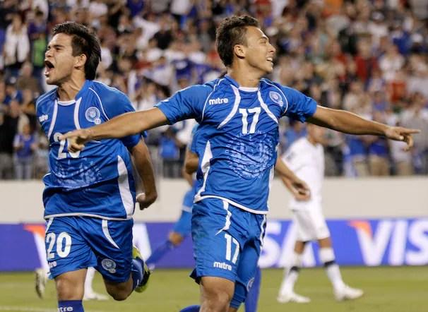 El Salvador celebrando el empate