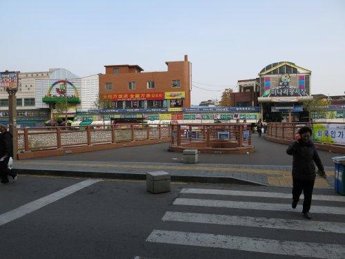 SuwonHinterDemMarkt.jpg