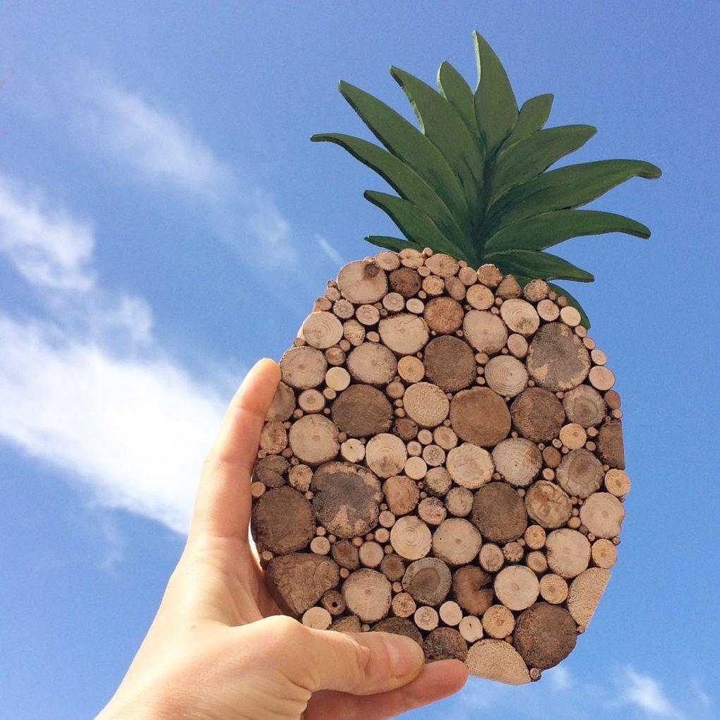 Ananas aus Treibholz und blauer Himmel, Holzdeko