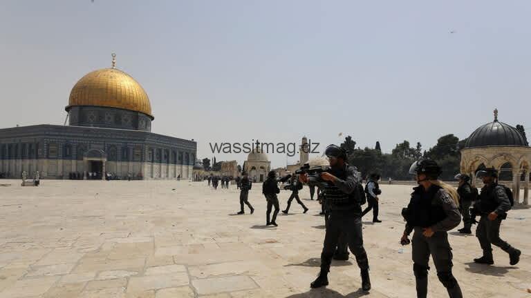 61 مستوطنا يقتحمون باحات المسجد الأقصى