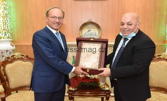 وزير المجاهدين يستعرض مع السفير الإيطالي العلاقات الثنائية والروابط التاريخية بين البلدين