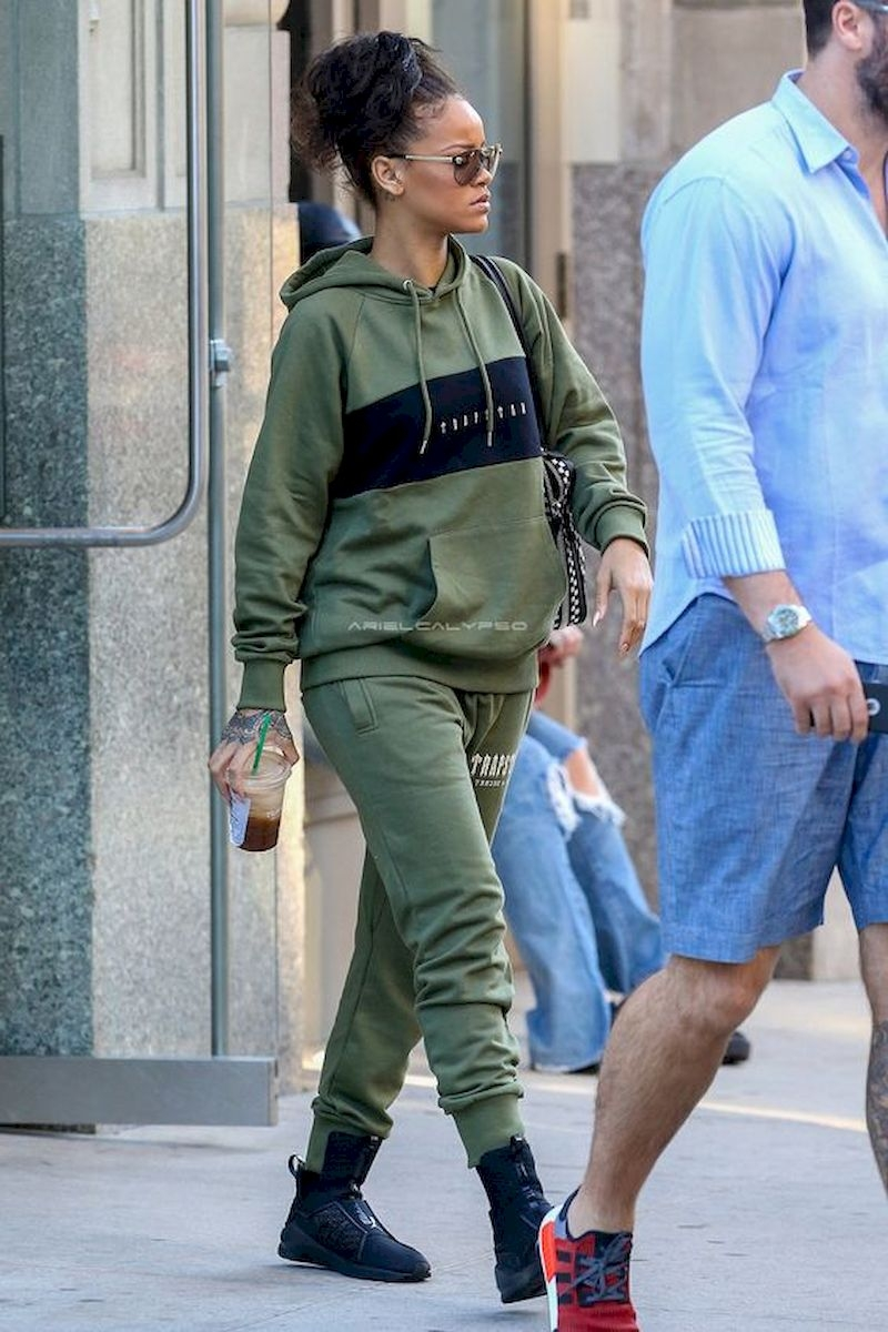 Casual clothes rihanna with green jogger pant