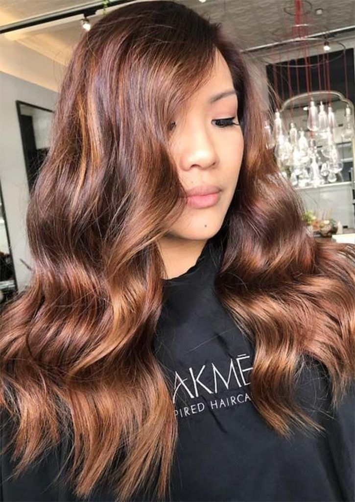 Spring hair for women with wavy brown hair